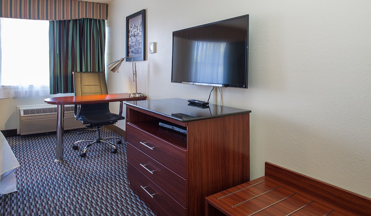Flat Panel TV - Hotel Mira Vista Amenities